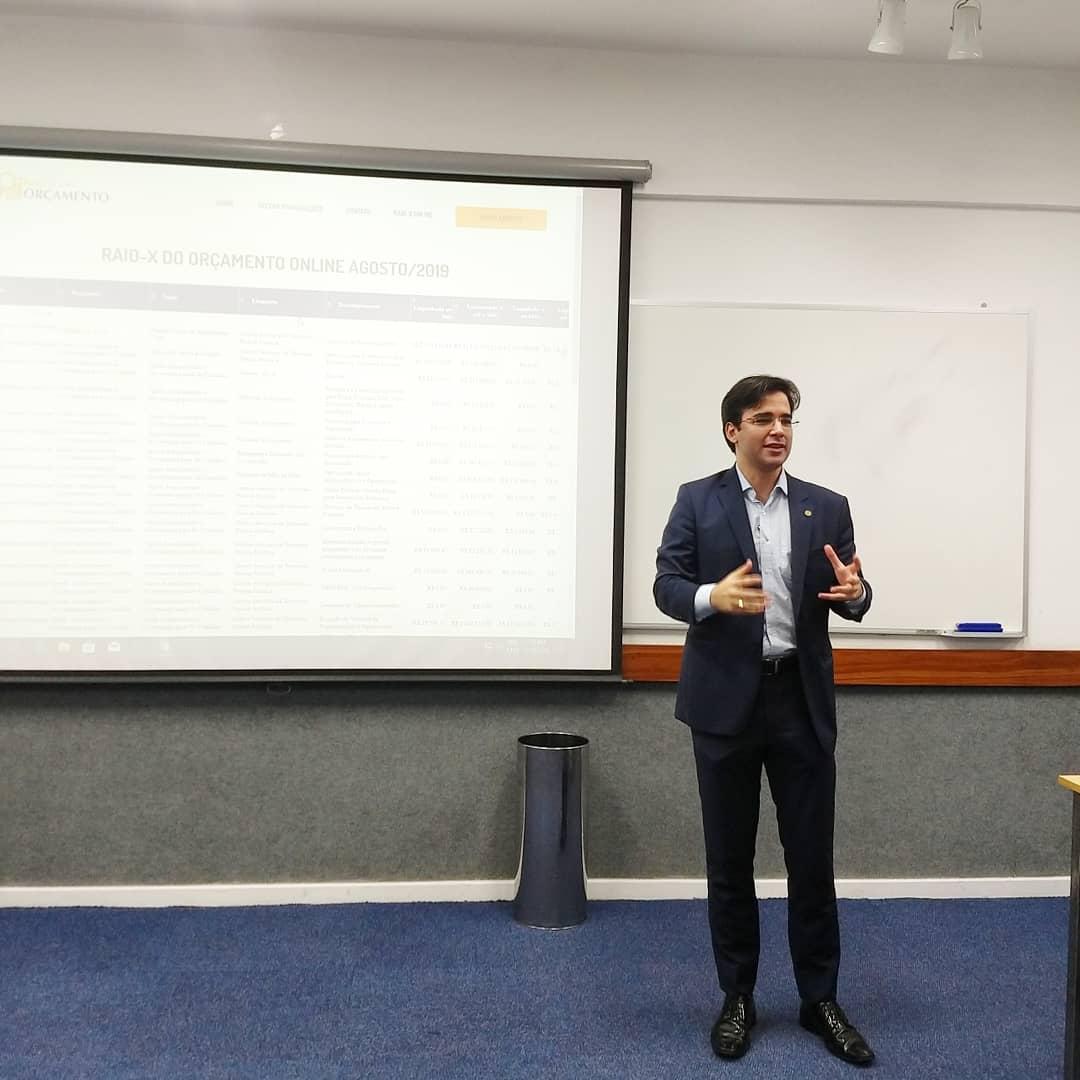 Os palestrantes debateram sobre as iniciativas tecnológicas que podem ajudar no controle social.