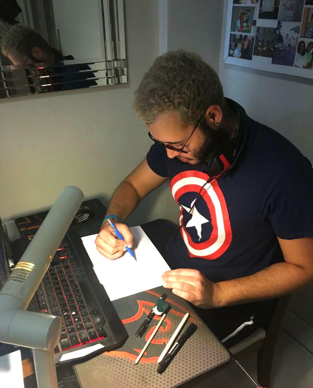 Hugo Matheus, nosso aluno de Jogos Digitais, que está no primeiro trimestre do curso, mas já lançou nas redes sociais a marca de seu estúdio de jogos independente.
